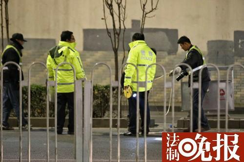 北京一宝马车深夜冲撞公交站乘客 至少1人遇难