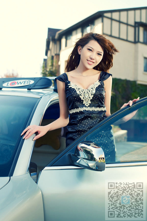 美女车模居家风格自拍 纯天蓝的才是最好的