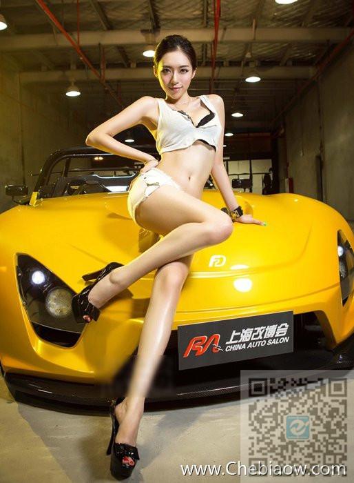 性感美女车模和超酷跑车 你选择哪个?