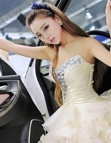 甜美青春美女车模 洁白纯净一尘不染