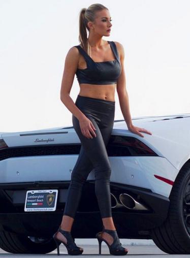 性感欧美美女车模 跑车和美女哪个身材好?