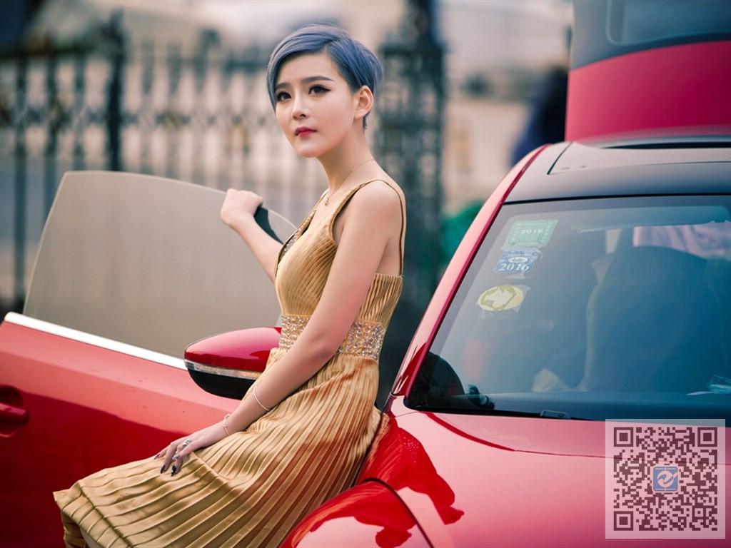 形似范冰冰的美女车模 高冷气质以假乱真