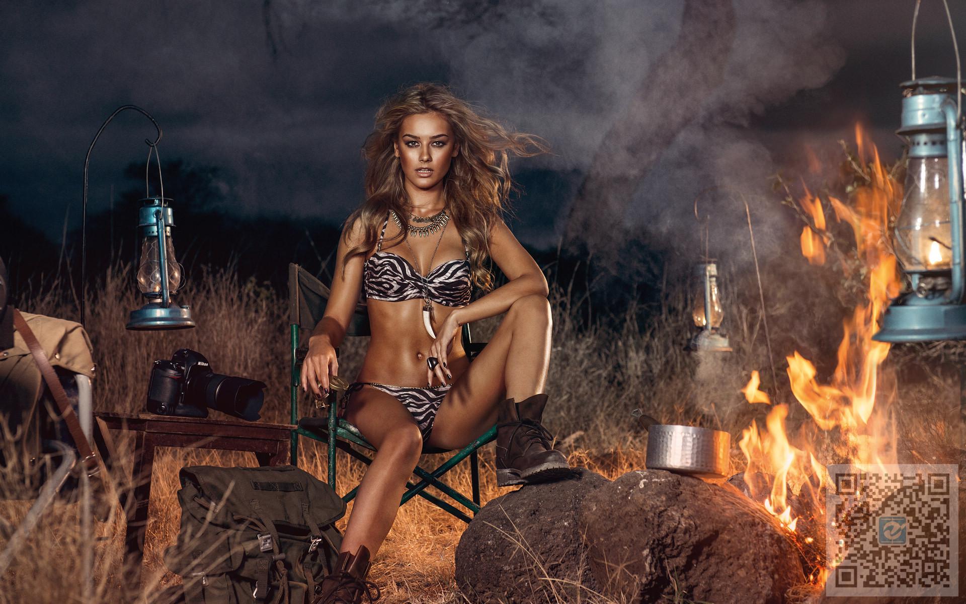欧美美女车模野外性感展示 小麦肤色美女的优势