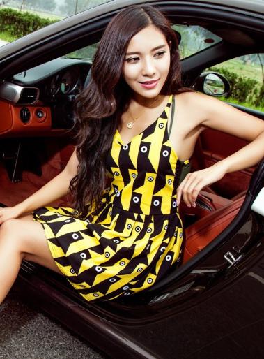 乐观开朗的的东方美女车模 大家都喜欢吗?