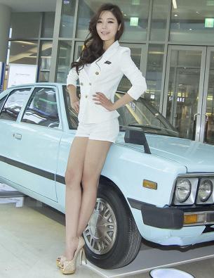 空乘制服美女车模 靓丽白皙气质迷人的美女