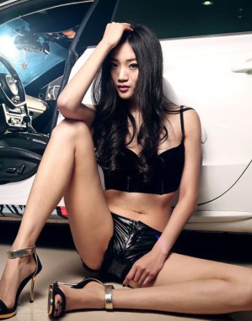 性感美腿车模 大长腿的美女车模不多见