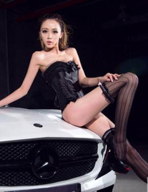 蕾丝睡衣美女车模 黑色诱惑性感撩人