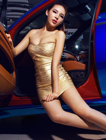 贵妇气质的美女车模 气场强大的性感美女