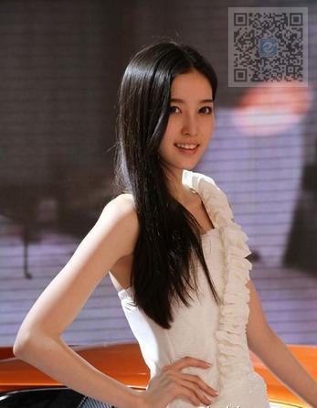 日韩美女车模 雷诺和天仙的美女更配哦