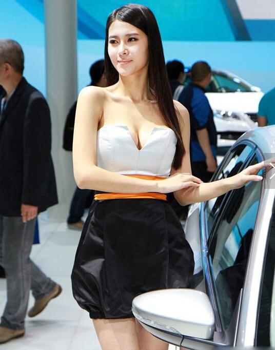 气质东方佳丽美女车模 迷人的微笑美女