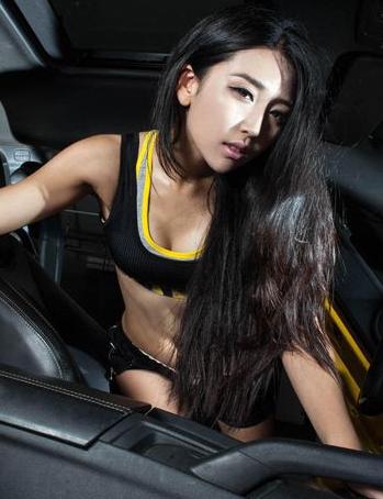 清纯美女还是不少的 青春活力美女车模分享