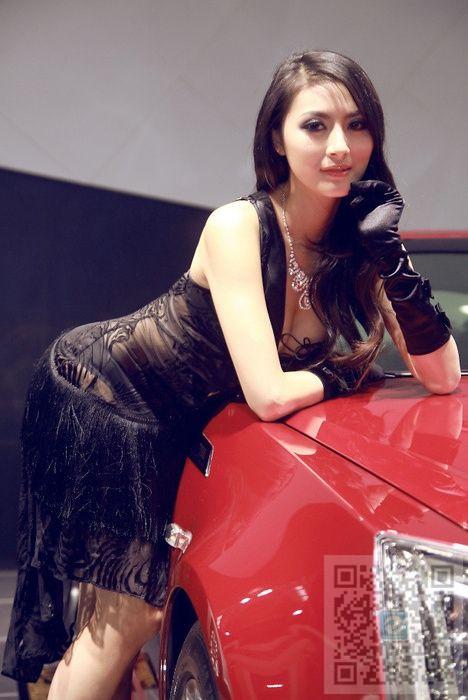 朦朦胧胧的性感之美 高贵气质美女车模分享