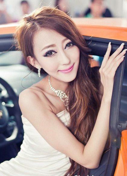 东方佳丽美女车模 橘色兰博基尼和气质美女