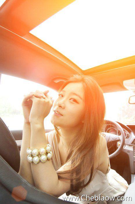 清纯气质美女车模 一种由内到外的美丽