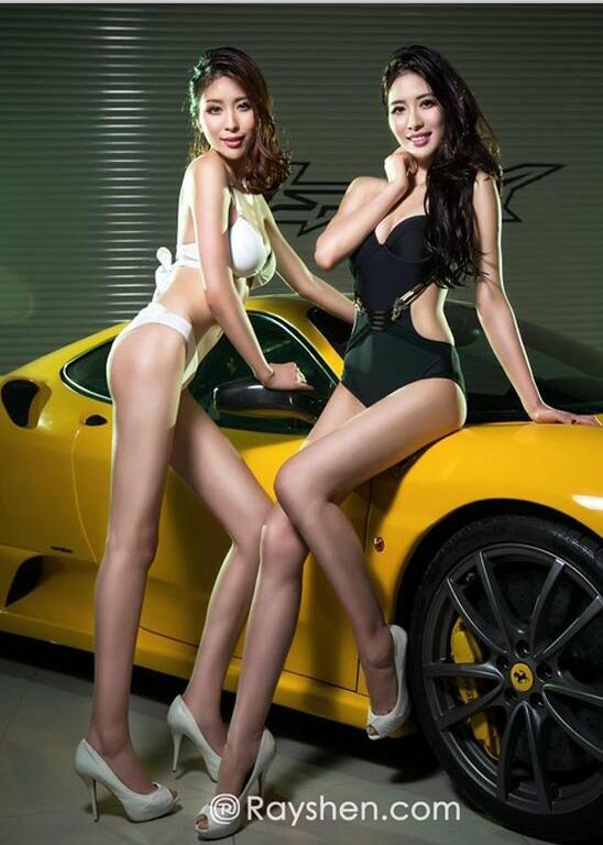 双生美女车模 身材堪比林志玲 2
