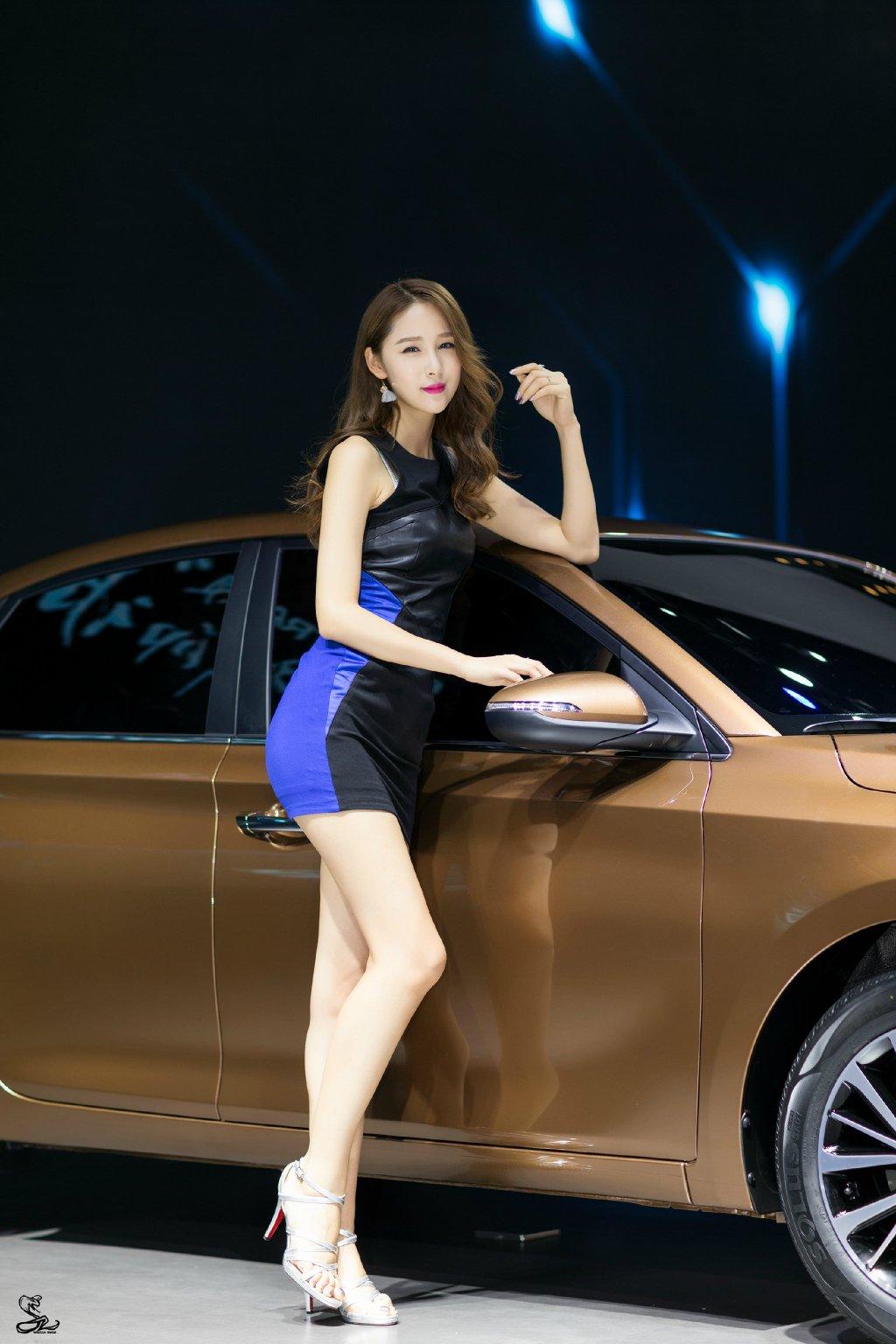 细腿高跟超短裙性感美女车模