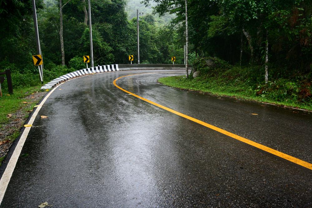 瓜子二手车教你如何在暴雨天避免车内进水