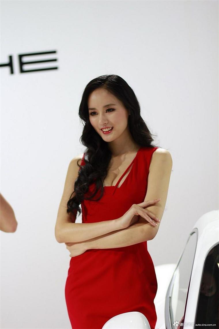 80后成熟美女车模   红裙妩媚惹人爱