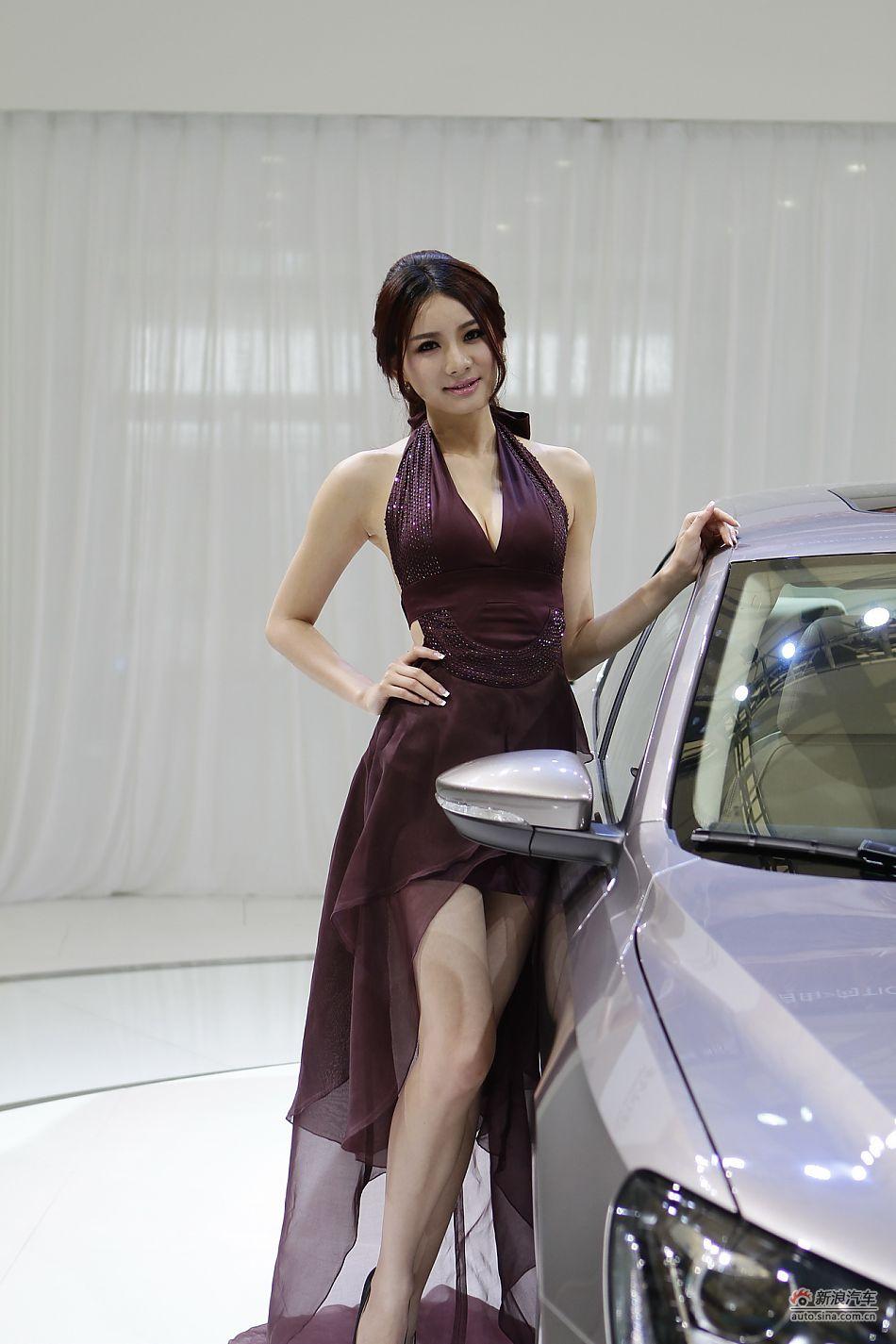 成熟美女车模  从内而外的气质流露