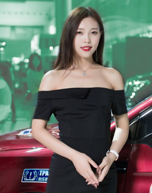 性感红唇美女车模高跟美腿完美