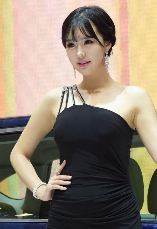 韩国性感车模崔星河优雅长裙