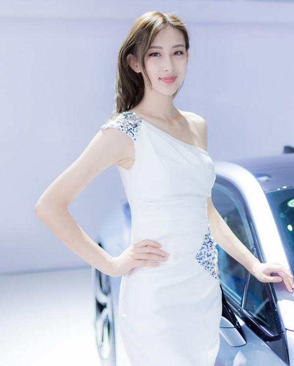 气质美女车模洁白纱裙气质车模