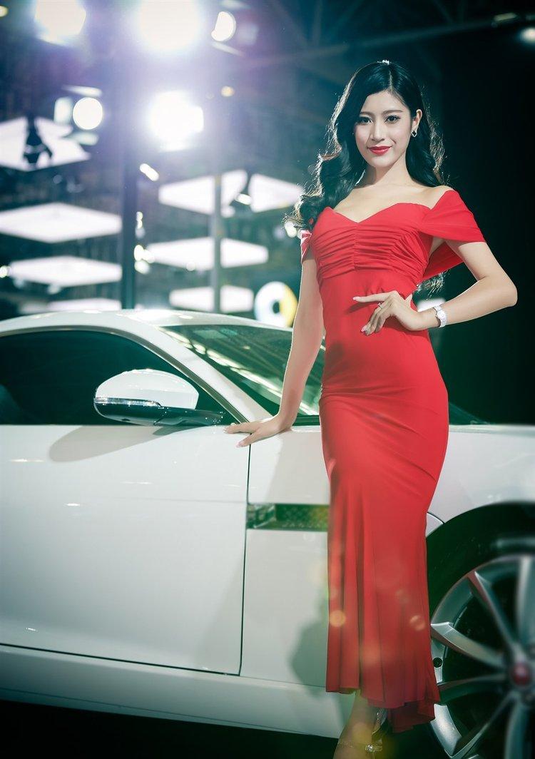 美女车模美腿高叉长裙写真