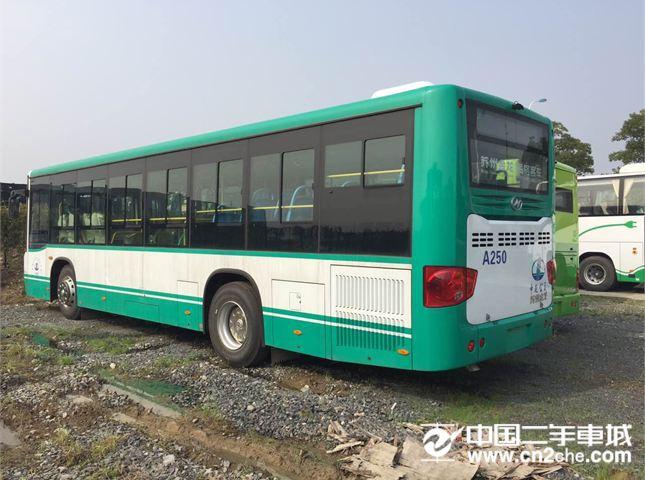 金龙 海格客车 2012款 S7 KLQ6793Q 5.2 MT 柴油版 -L/5档  天窗