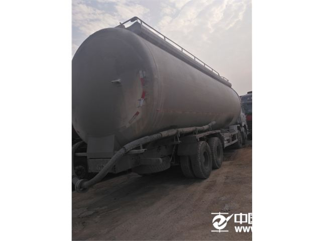 中国重汽 豪沃  375马力  双仓罐车