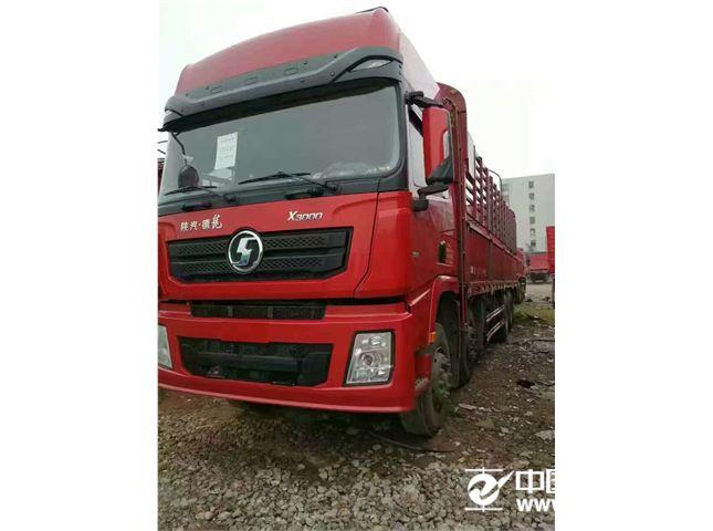 陕汽重卡 德龙 9.6米厢式货车