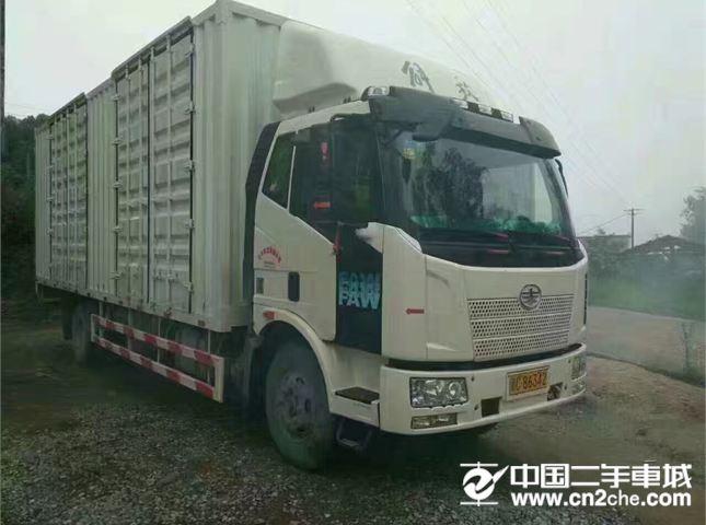 一汽解放 J6 180马力单桥箱式货车