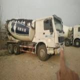 中国重汽 豪沃  A7 载货车 HOWO A7重卡 380马力 8X4 载货车(底盘)(ZZ1317N4667N1H)