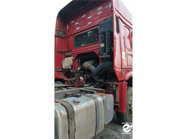 中国重汽 豪沃 牵引车 重卡 420马力 6X4 前四后六  (全能一版)