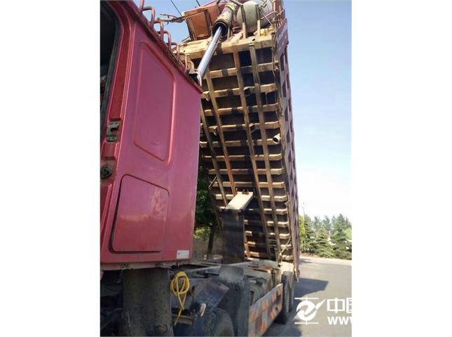 中国重汽 豪沃 自卸车 HOWO重卡 375马力 8X4 自卸车(ZZ3317N4667C)