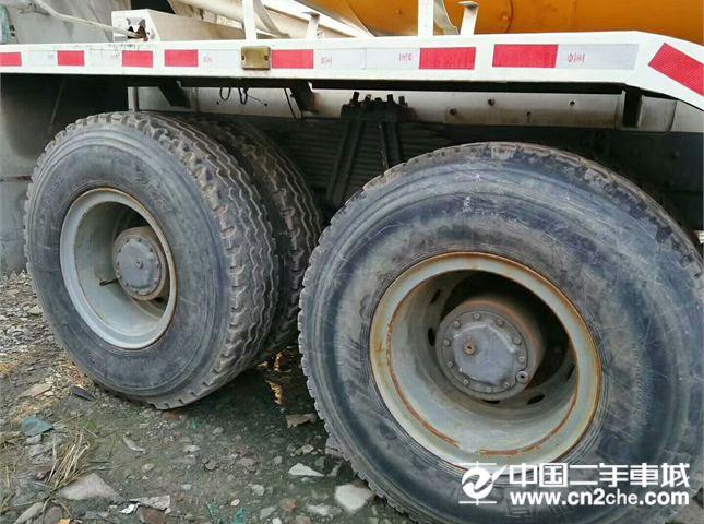 中国重汽 搅拌运输车 出售13年9月豪沃搅拌罐车,大12方
