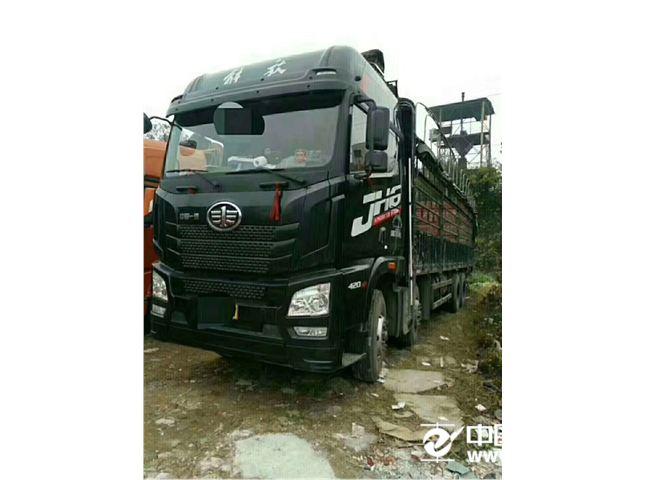 一汽解放 J6 牵引车 重卡 420马力 6X4   (高端)
