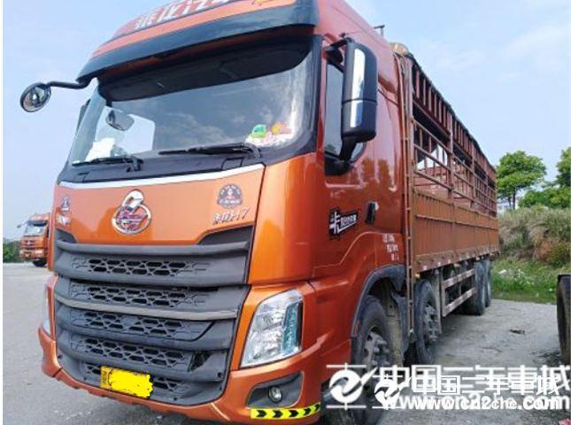 东风柳汽乘龙H7前四后八9.6米载货车价格26.80万