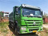 中国重汽 豪沃 豪沃后八轮自卸车。