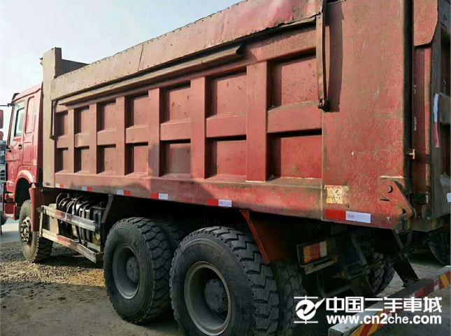 中国重汽 豪沃 二手豪沃,5米6大箱,340马力,后八轮自卸车
