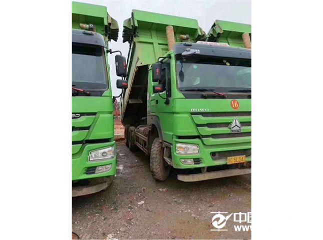 中国重汽 豪沃 375马力环保车后八轮