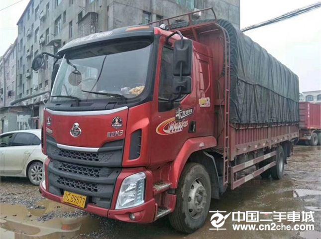 东风柳汽 新系列M3 中卡 180马力 4X2 6.8米排半仓栅式载货车
