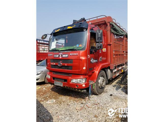 东风柳汽 新系列M3 载货车 中卡 180马力 4X2 6.8米排半仓栅式载货车