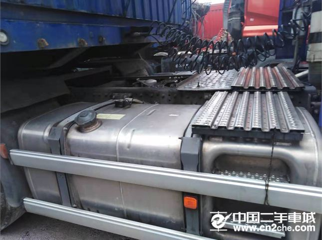 中國重汽 汕德卡 牽引車 C7H重卡 540馬力 6X2R牽引車(ZZ4256V323HE1)