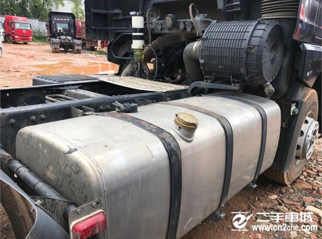 青岛解放 JH6 460马力轻量化牵引车