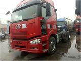 一汽解放 J6 牵引车 重卡 420马力 6X4   (平地板)