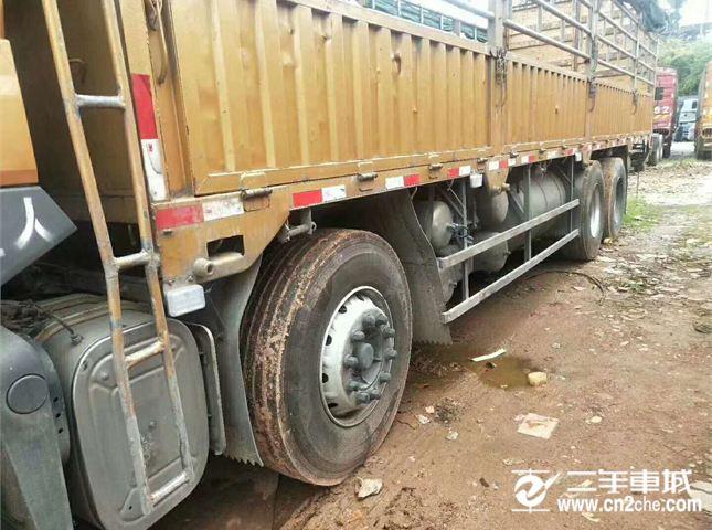 东风柳汽 乘龙 载货车 H7重卡 350马力 8X4 9.6米仓栅式