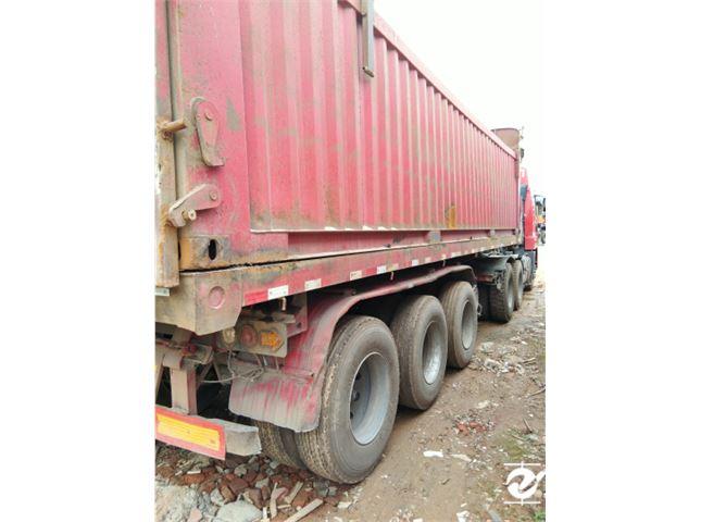 青島解放 天V 重卡 430馬力 6X4 牽引車(CA4259P2K2T1EA80)