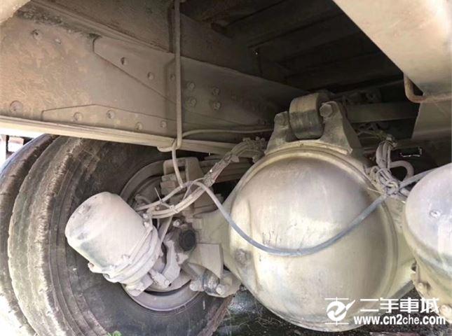 一汽解放 J6P 重卡 420馬力 8×4 倉柵式 排半 載貨