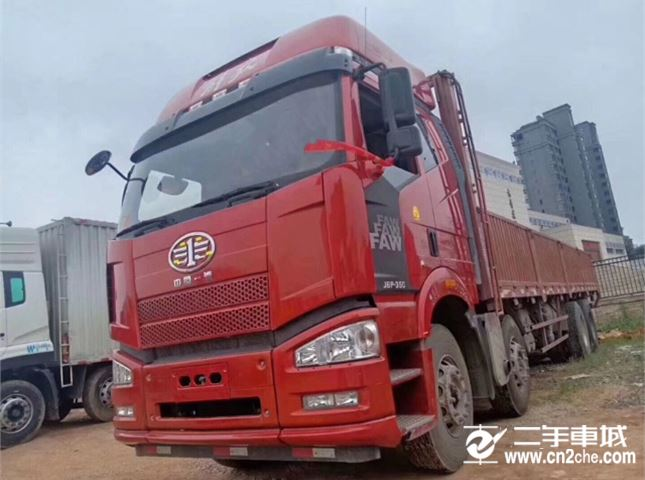 一汽解放 J6P  重卡 350馬力 8X4 倉柵載貨車