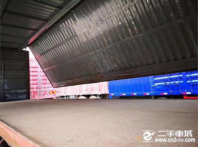 青岛解放 JH6 载货车 JH6重卡 350马力 8X4 9.5米仓栅式载货车底盘